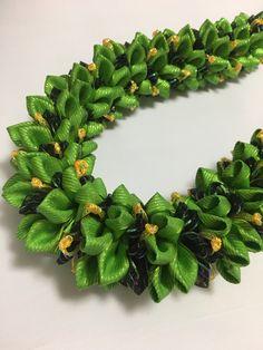 (Ribbon Lei)Designed by Tracy Harada Ui'mauamau 公認インストラクター レッスン、キット販売してます! Ribbon Lei, Ribbon Garland, Fabric Garland, Graduation Leis, Garland Wedding, With, Luau, Pansies, Hawaiian