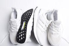 Adidas Ultra Boost M White & Silver Metallic – now online.