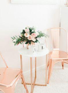 mesa e cadeira rose gold