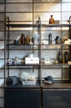 Industrial mood for bathrooms. Collaboration of Scavolini and Diesel in their Diesel Open Workshop collection of kitchen and bath with this industrial look. Industrial House, Industrial Style, Modular Shelving, Bathroom Styling, Bathroom Ideas, Shelves, Shelving Decor, Kitchen And Bath, Home Interior Design