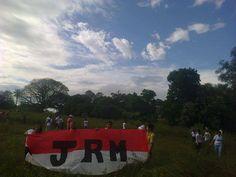 La Juventud Radical Mburucuya JRM ,todo el dia de ayer estuvieron limpiando y acondicionando junto a los jovenes del paraje Loma Alta un sitio baldio e inaguraron una cancha defutbol. ADELANTE MBURUCUYÁ,adelante los Jovenes. ( gentileza de Roxana Guastavino )