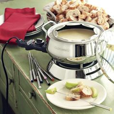 A well-rounded selection of kitchen gadgets will have you churning out treats, from a fresh smoothie to gooey fondue. Fondue Recipes, Gourmet Recipes, Fondue Ideas, Party Recipes, Dip Recipes, Yummy Recipes, Swiss Fondue, Melting Pot Recipes, Fondue Party