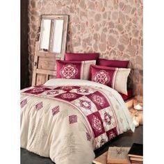 Una dintre cele mai de lux  este gama Satin Bumbac , cunoscuta si ca Satin Deluxe. Lenjeriile din aceasta gama ofera un confort exceptional datorita materialului de inalta calitate si foarte fin la atingere. De asemenea, tesatura este foarte rezistenta atat la rupere cat si la decolorare, imprimeul fiind realizat cu o tehnologie de ultima generatie. Comforters, Blanket, Bed, Furniture, Home Decor, Creature Comforts, Quilts, Decoration Home, Stream Bed