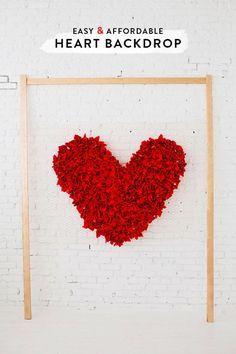 Super Ideia de Decoração pro Home Office e Festa , este Painel Coração de Frufrus com Feltro . Fácil de fazer, com grande efeito visua...