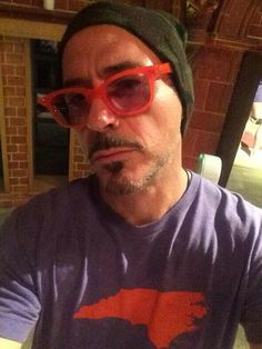 Look at that style beanie, shades, and a Carolina tee...lovin it keep being your adorable self!!! @RobertDowneyJr pic.twitter.com/Om7wUBihm6