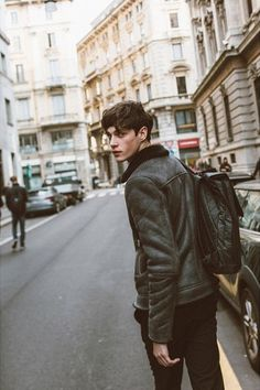 rue des mauvais garçons — Luke Powell at PFW F/W 2015 by Stephane Yu Male Models Poses, Male Poses, Men Models, Boy Poses, Photography Poses For Men, Portrait Photography, Male Fashion Photography, Foto Flash, Mode Man