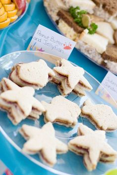 Under the Sea party: Peanut butter and jellyfish sandwiches : ) 6th Birthday Parties, 4th Birthday, Birthday Ideas, Sea Party Food, Octonauts Party, Bubble Guppies Party, Little Mermaid Parties, Under The Sea Party, Baby Party