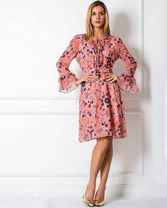 O Vestido Floral é capaz de mudar a cara do look, trazendo mais romantismo para seu dia-a-dia.  SHOP NOW: http://www.amissima.com.br/