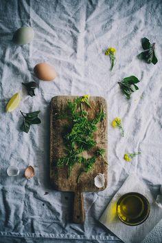asparagus-benedict-on-quinoa-nettle-cakes-01