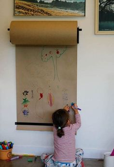 Via  Kraft paper ideas: kilometers of paper to draw! Rainy Sunday afternoon, we only have a roll of kraft paper…boring? Not at all! If you think about it for a moment you have a great treasure! Look what kind of things you can do with it! Kids will love it! We are going to the […] #Kidsrooms