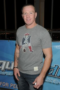 Retired pro-boxer Micky Ward - native New Englander and Pats fan! He's from my home town LOWELL! He use to live right around the corner from my parents! Victor Ortiz, Actor Mark Wahlberg, Superbowl Champions, Patriots Fans, Boston Sports, Floyd Mayweather, Fight Night, World Of Sports, Oregon Ducks