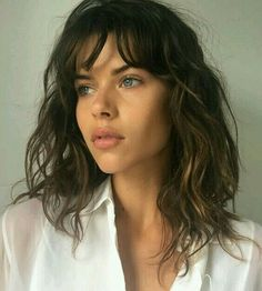 Georgia Fowler // Model-Off-Duty-Beauty - Bunte Haare Wavy Hair, New Hair, Curly Bangs, Hair Inspo, Hair Inspiration, Hair Heaven, Hair Dos, Pretty Hairstyles, Hair Lengths