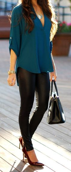 Blue top + black wet look legging + burgundy heel Fashion Mode, Look Fashion, Autumn Fashion, Fashion Trends, Fashion 2015, Fashion Black, Fashion Shoes, Trendy Fashion, Cheap Fashion