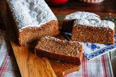 Saftig mjuk pepparkaka med mycket smak av julens alla kryddor! Här är ett recept på en mjuk pepparkaka som du garanterat kommer att älska!