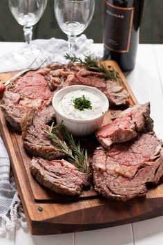 This Garlic and Rosemary Prime Rib Recipe is surprisingly easy to make and perfect for the holidays! This Garlic and Rosemary Prime Rib Recipe is surprisingly easy to make and perfect for the holidays! Rib Recipes, Grilling Recipes, Dinner Recipes, Cooking Recipes, Smoker Recipes, Cooking Time, Dinner Ideas, Prime Rib Recipe Rosemary, Prime Rib Roast
