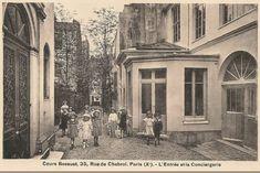 rue de Chabrol- Paris 10ème - L'entrée et la conciergerie du Cours Bossuet au n° 35 de la rue de Chabrol, vers 1905.