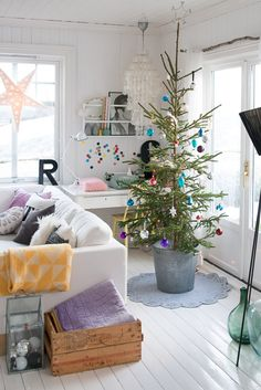 It's time to put on Bing Crosby's White Christmas on the record player and trim the tree. What are your holiday decorating plans this yea. Merry Little Christmas, Simple Christmas, Winter Christmas, All Things Christmas, Vintage Christmas, Christmas Tree In A Pot, Xmas Deco, Navidad Simple, Scandinavian Christmas