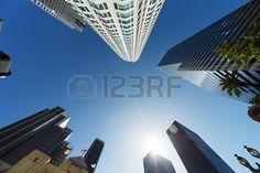 Los Angeles rascacielos sobre fondo de cielo azul, vista gran angular desde abajo. Foto de archivo - 18753215