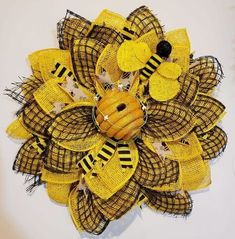A Beeee-autiful design! WOW, this design is so so beautiful, LOVE the accents! Made by Sue Huggins using the Large Wreath Board! Visit us on for on all our boards! Burlap Flower Wreaths, Sunflower Wreaths, Deco Mesh Wreaths, Ribbon Wreaths, Yarn Wreaths, Floral Wreaths, Wreath Burlap, Mesh Ribbon, Wreath Crafts