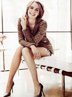 legs-Emma-Watson.jpg 896×1,206 pixels