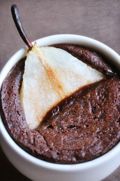 Half-cooked chocolate and pears - easy recipe - Nathalie's cooking - Nathalie's cooking - Cuisine - Desserts Fall Dessert Recipes, Easy Cake Recipes, Easy Desserts, Fall Recipes, Sweet Recipes, Healthy Recipes, Chocolate Desserts, Cooking Chocolate, Food Cakes
