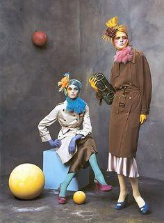 REINTERPRETACIÓN AÑOS 20 POR EL LARGO DE FALDA Y LOS TOCADOS steven meisel vogue 2003 -repinned by Los Angeles County & Orange County portrait studio http://LinneaLenkus.com  #portraits