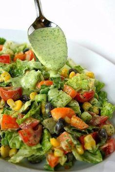 Вкусная заправка для салата! Ингредиенты: Салат ромен 1 пучок Фасоль красная консервированная 400 г