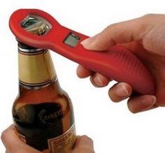 """Cuántas veces te has preguntado... """"¡no sé cuántas cervezas llevo encima!"""" A partir de ahora, sí que lo sabrás. Y también sabrás el número de cervezas que han podido contigo. Nuestro abridor lleva un contador digital que contabiliza el número de veces que lo utilizas para abrir botellas. Gracias a su botón de reseteado, podrás llevar el control de las cervezas que has bebido en una noche, en un fin de semana, un mes, un año..."""