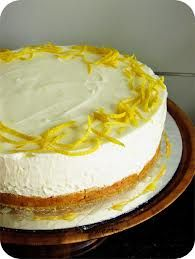 Make this, eat this, nowwww. Seriously, trust me its delicious! no bake lemon cheesecake Cheesecake Torta, Lemon Cheesecake Recipes, Lemon Curd Recipe, Dessert Cake Recipes, Low Fat Desserts, No Bake Desserts, Delicious Desserts, Confort Food, Lime Cake