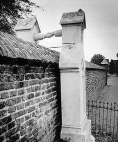 Le tombe di una donna cattolica e di suo marito protestante, Paesi Bassi, 1888.