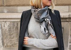 How to wear a silk scarf Boohoo Outfits, Look Fashion, Fashion Outfits, Preppy Style, My Style, Capsule Wardrobe, Head Scarf Styles, Plus Clothing, Looks Black