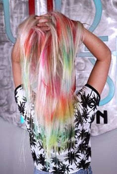 July 2018 admin Even if you avoid rainbow hair colors and don't like that much brightness on your hair you will like the new tie dye hair color in This hair color idea has plenty of cool-g Creative Hairstyles, Funky Hairstyles, Pretty Hairstyles, Pastel Ombre, Dyed Hair Pastel, Creative Hair Color, Cool Hair Color, Blond, Pelo Multicolor