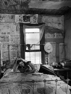 Alfred Eisenstaedt—Time & Life Pictures/Getty Images Caption from LIFE… Summer Family Pictures, Life Pictures, Old Pictures, Photos Du, Old Photos, Dust Bowl, Family Picture Outfits, Farmer's Daughter, Great Depression