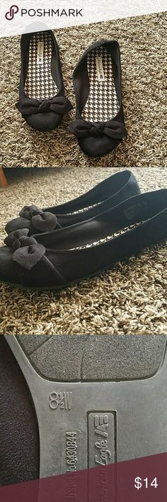 Flats Cute American Eagle closed-toe flats with bow design. Good used condition. Shoes