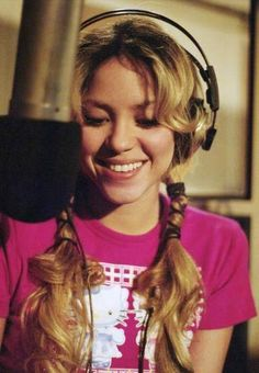 Shakira resumes on her Music career and prepares new album 6 months after giving birth. ♪♪  15/08/2015