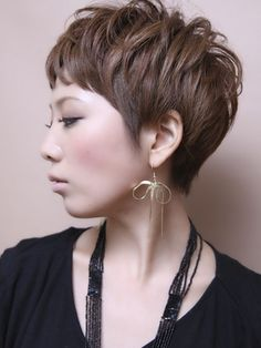 Sophisticated and edgy Short Sassy Hair, Short Hair With Layers, Short Hair Cuts For Women, Short Hairstyles 2015, Cool Hairstyles, Hair Styles 2016, Short Hair Styles, Haircut Pictures, Hair Brained