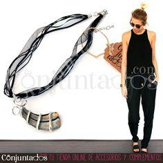 El #collar de #estilo #celta con cristal esmaltado es una bonita pieza #artesanal, compuesta por una figura de cristal adornada con un lazo de gasa negro del que colgarse a tu cuello. ¡Y te llevas un dos por uno, porque es reversible! ★ Precio: 11,95 € en http://www.conjuntados.com/es/collar-de-estilo-celta-con-cristal-esmaltado.html ★ #novedades #necklace #conjuntados #conjuntada #joyitas #jewelry #bisutería #bijoux #accesorios #complementos #moda #fashion #fashionadicct #picoftheday…