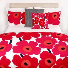 Bring classic Marimekko style to the bedroom with this iconic Unikko print duvet cover. Crafted from cotton percale with a 300 thread count, it features the signature bold floral print designed b Red Bedding, Floral Bedding, King Bedding Sets, Duvet Bedding, White Bedding, Luxury Bedding, Linen Bedding, Bed Linens, King Comforter