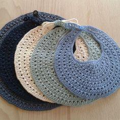 Tussa E-post :: Hekling, Heklede leker og andre ideer du har sett etter Crochet Baby Bibs, Crochet Baby Clothes, Newborn Crochet, Crochet Toys, Knit Crochet, Knitting For Kids, Crochet For Kids, Baby Knitting, Knitting Patterns