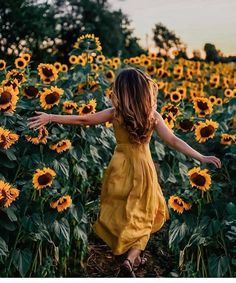 I ended up falling in love with the moon, because it faithfully showed up, night after night is part of Sunflower photo - I ended up falling in love with the moon, because it faithfully showed up, night after night Picture Poses, Photo Poses, Girl Photography, Creative Photography, Conceptual Photography, Summer Photography, Sunflower Field Pictures, Sunflower Pics, Pictures With Sunflowers