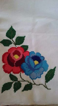This Pin was discovered by glo Cross Stitch Rose, Cross Stitch Borders, Cross Stitch Flowers, Cross Stitching, Cross Stitch Embroidery, Cross Stitch Patterns, Vintage Birds, Christmas Cross, Irish Crochet