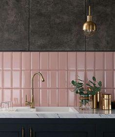 Pink Tiles, White Tiles, Kitchen Tiles, Kitchen Flooring, Metro Tiles Bathroom, Pink Kitchen Walls, Bathroom Interior Design, Kitchen Interior, Küchen Design