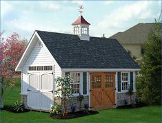 Every thought about how to house those extra items and de-clutter the garden? Building a shed is a popular solution for creating storage space outside the house. Whether you are thinking about having a go and building a shed yourself Porte Cochere, Backyard Sheds, Backyard Landscaping, Outdoor Sheds, Backyard Barn, Backyard Storage, Outdoor Storage, Storage Shed Kits, Shed Base