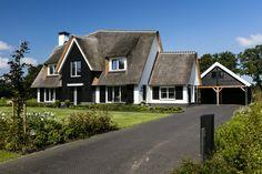 Schitterend wit gekeimd en rietgedekt landhuis te Wierden gerealiseerd door Bouwbedrijf Lichtenberg, de meesterbouwer in villabouw.