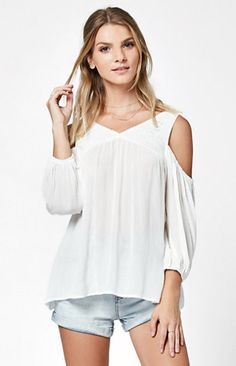 b2e5e050c9 LA Hearts takes design cues from a stylish  70s wardrobe in this cold  shoulder top