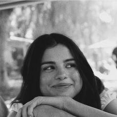 learn something new about random famous people Estilo Selena Gomez, Selena Gomez Photos, Selena Gomez Style, Pretty People, Beautiful People, Cinderella Story, Photographie Portrait Inspiration, Marie Gomez, Celebs