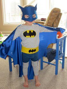 Een batman-idee met blauwe cape.... kleur cape bekijken in film / op TV