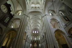 Interior de San Esteban de Caen (Normandía).