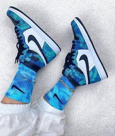 Cute Nike Shoes, Cute Sneakers, Nike Air Shoes, Sneakers Nike, Work Sneakers, Winter Sneakers, Sneakers Women, Red Sneakers, Shoes Women