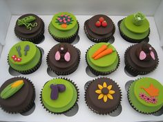 Mr Mole in the garden. Garden Cupcakes, Cake Decorating, Decorating Ideas, Cake Craft, Themed Cupcakes, Sugar Craft, Garden Theme, Novelty Cakes, Mole